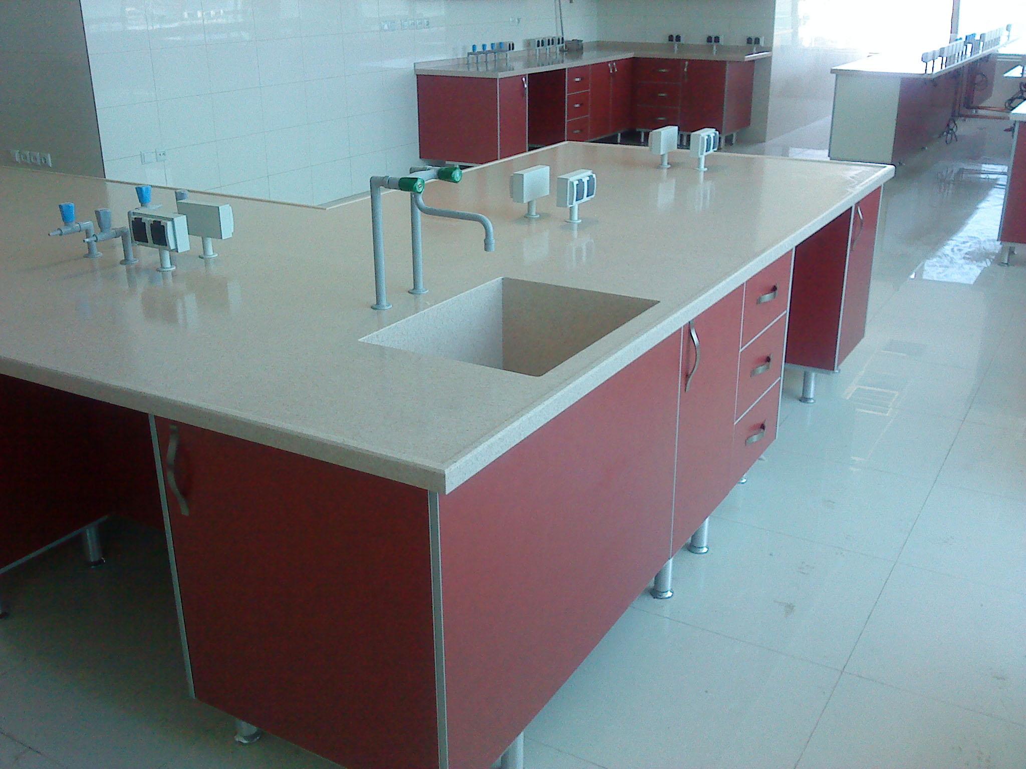 سکوبندی آزمایشگاه بدون فریم